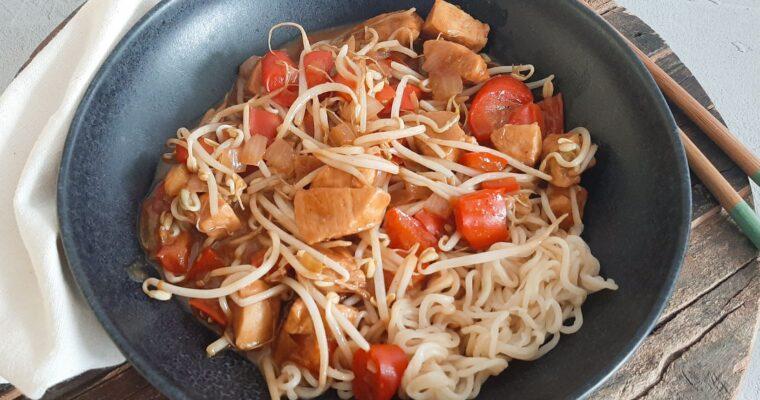 Noodles met lichtpittige kip