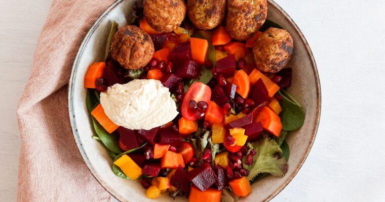 Falafel salade met citroendressing en hummus