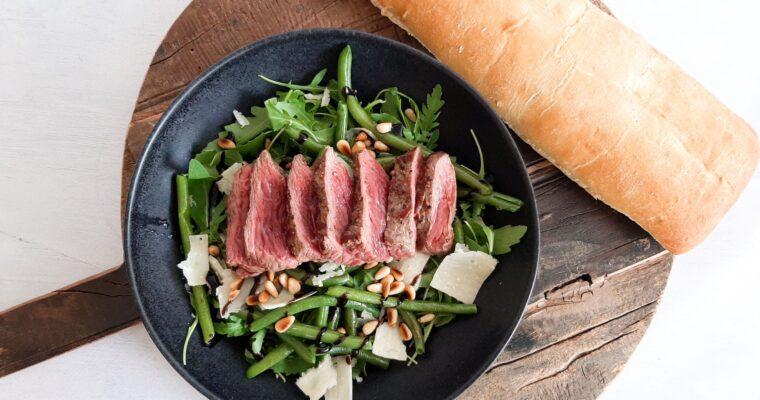 Snelle biefstuksalade met sperzieboontjes