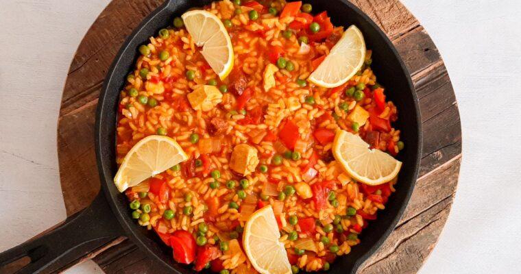 Spaanse paella met kip
