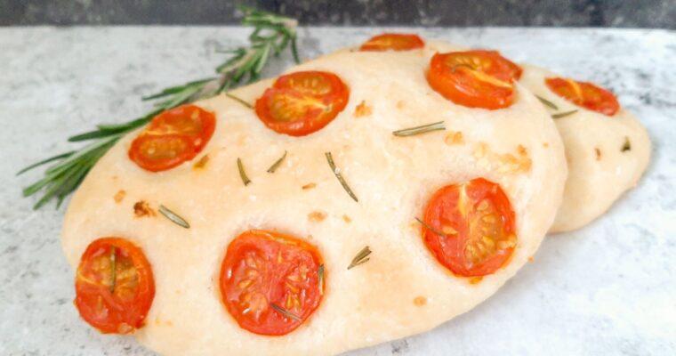 Focaccia broodjes met tomaat