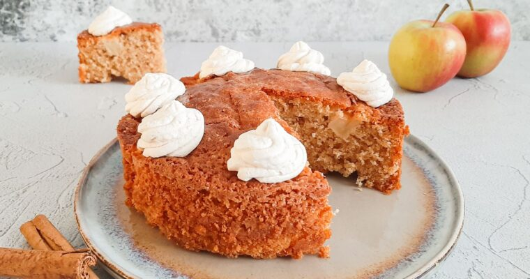 Appel kaneel cake met kaneelslagroom