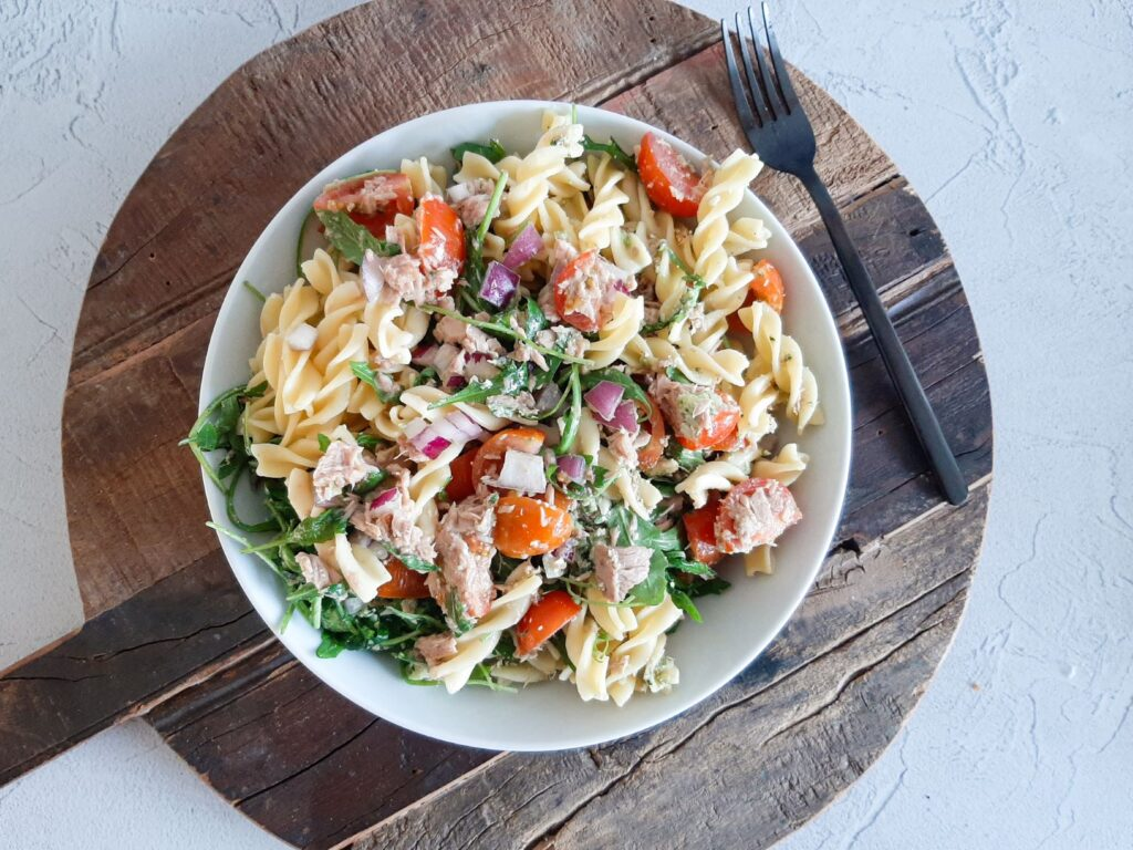 Pasta pesto salade met tonijn